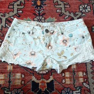 Vanilla star shorts